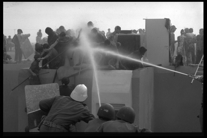 The evacuation of Yamit, part of the peace agreement with Egypt. In the photo, a violent confrontation between IDF soldiers and evacuation resistors, April 22, 1982. Photograph by Tel Or Beni. Courtesy of the Israel Government Press Office.
