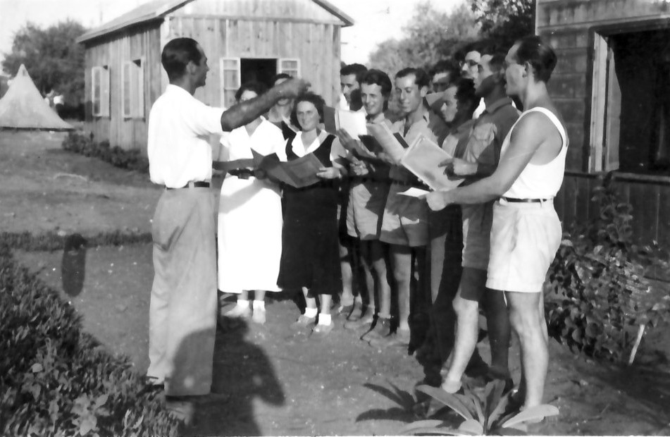 Learning to sing in Kibbutz Giv'at Shmuel, 1945. Gan Shmuel Archive via PikiWiki Israel.