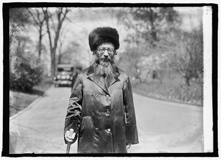 Rav Kook on his way to visiting the White House, April 15, 1924. Library of Congress.