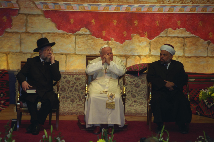 Chief Rabbi Israel Meir Lau, Pope John Paul II, and Sheikh Tatzir Tamimi during an interreligious  meeting at the Pontifical Institute, Notre Dame, Jerusalem, March 23, 2000. Photo by Amos Ben Gershom. Courtesy of the Israel Government Press Office.