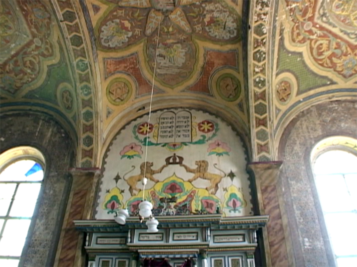 Khust Synagogue interior. Courtesy of the Archives of Historical and Ethnographic Yiddish Memories (AHEYM).